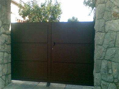 puertas-metalicas-batientes-001